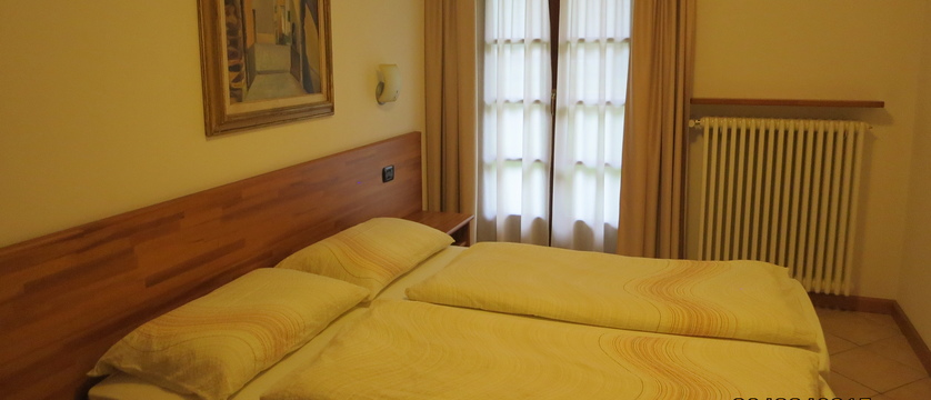 italy_livigno_la-pineta-fiorella-apartments_bedroom.jpg